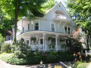 House with rounded porch